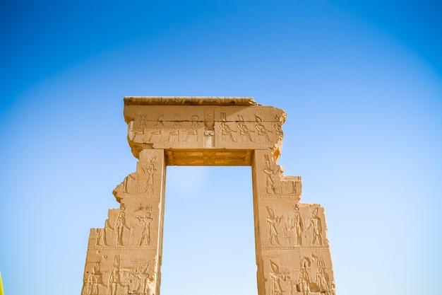 Dendera temple of hathor: uno dei migliori templi in egitto Foto Premium