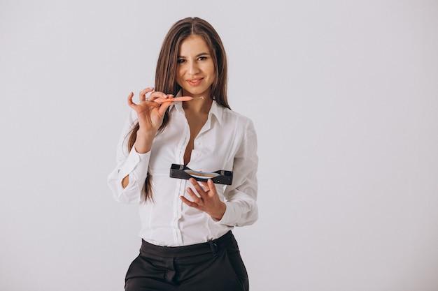 Dentista femminile con gli strumenti di odontoiatria isolati Foto Gratuite