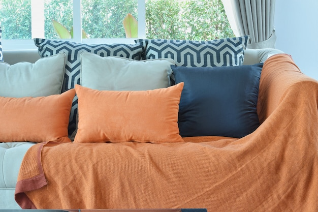 Divano Arancione E Marrone : Design moderno soggiorno con divano in tweed marrone e arancio e