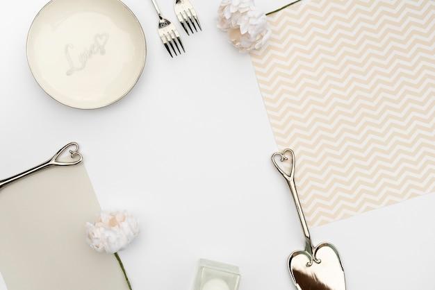 Design piatto da tavola per matrimonio con posate Foto Gratuite