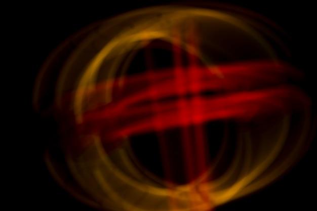 Design sfocato realizzato con luci al neon su sfondo scuro Foto Gratuite