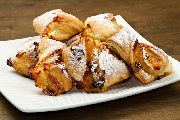 Dessert con marmellata e uvetta Foto Premium