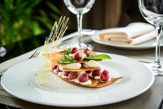 Dessert delizioso e bello Foto Premium