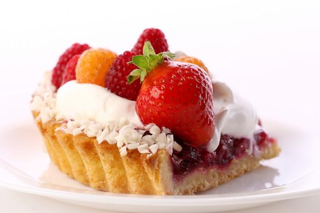 Dessert torta di frutta con panna montata Foto Gratuite