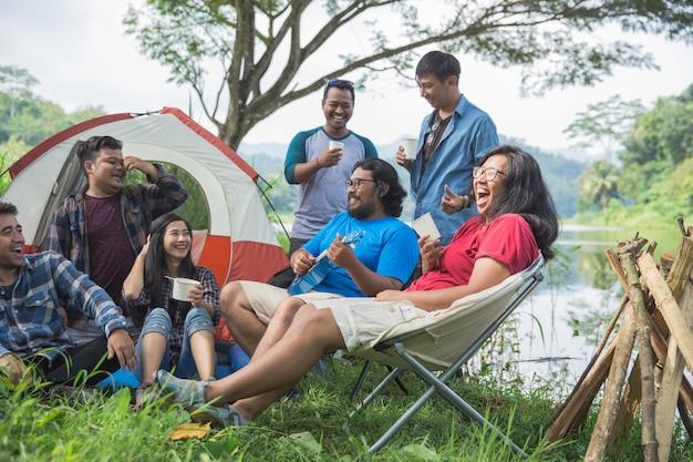 Destinazione di viaggio dell'hangout di amicizia Foto Premium