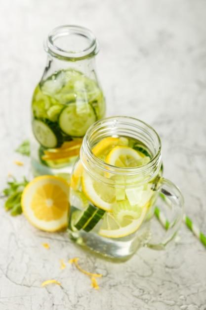 Detox acqua con cetriolo Foto Premium