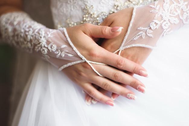 Dettagli del matrimonio sposa - abito bianco da sposa per una moglie Foto Premium