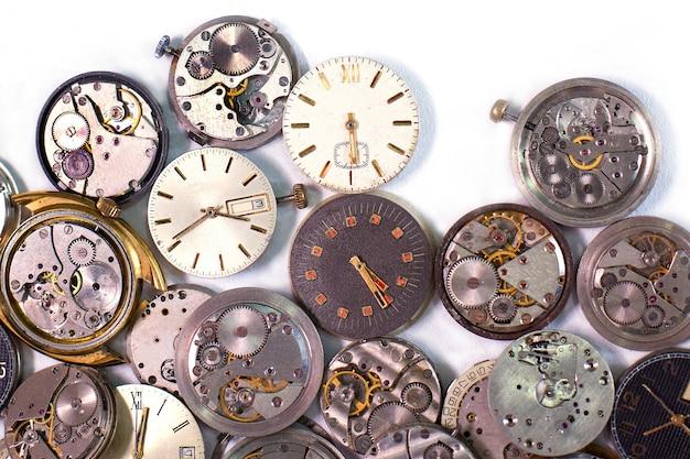 Dettagli di orologi e meccanismi per riparazione, restauro e manutenzione Foto Premium