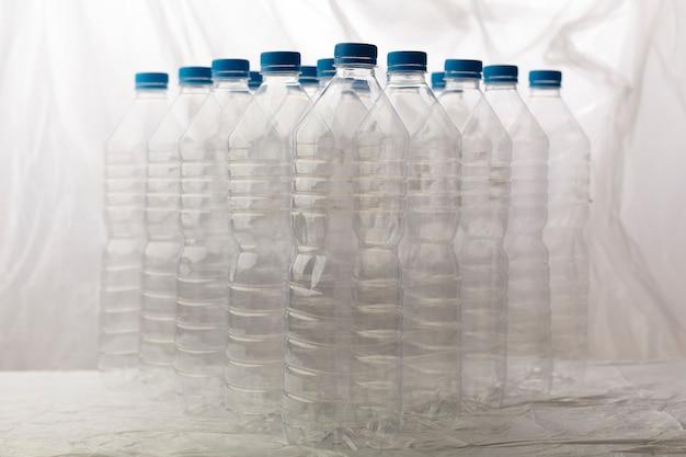 Dettaglio di bottiglie di plastica per il riciclaggio. Foto Gratuite