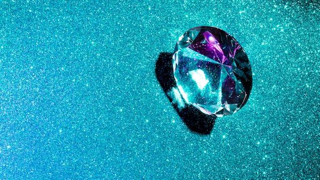 Diamante di cristallo su sfondo glitter lucido turchese Foto Gratuite