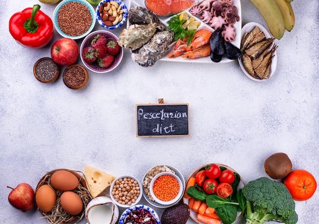 Dieta pescetaria con frutti di mare, frutta e verdura Foto Premium
