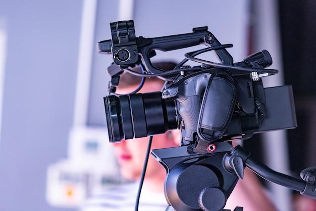 Dietro le quinte della produzione video o delle riprese video in studio Foto Premium