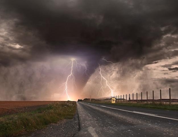 Disastro del tornado Foto Premium