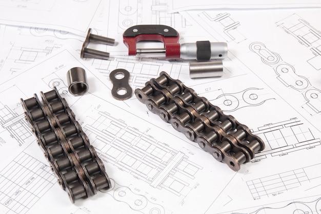 Disegni tecnici, trasmissione a catena a rulli e micrometro di misurazione Foto Premium