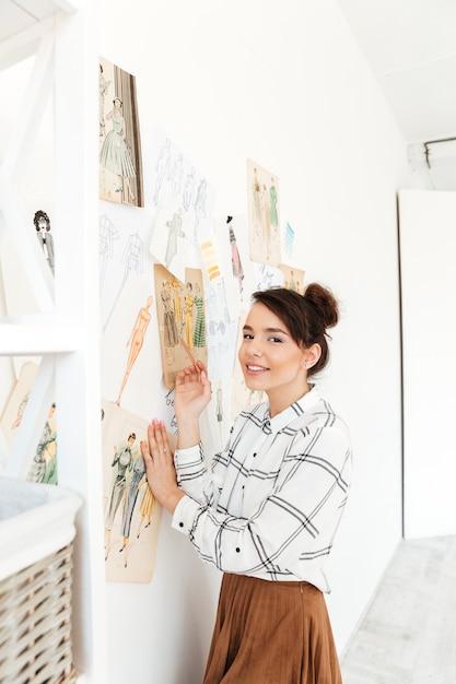 Disegno di illustratore di moda donna felice Foto Gratuite