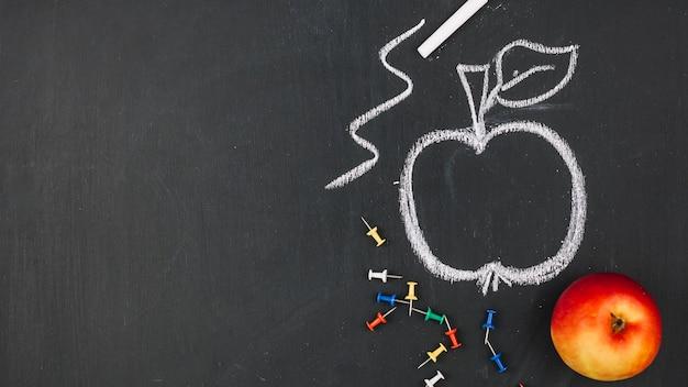 Disegno di una mela a bordo Foto Gratuite