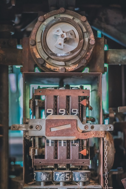 Dispenser per calibro dell'olio vecchio Foto Premium