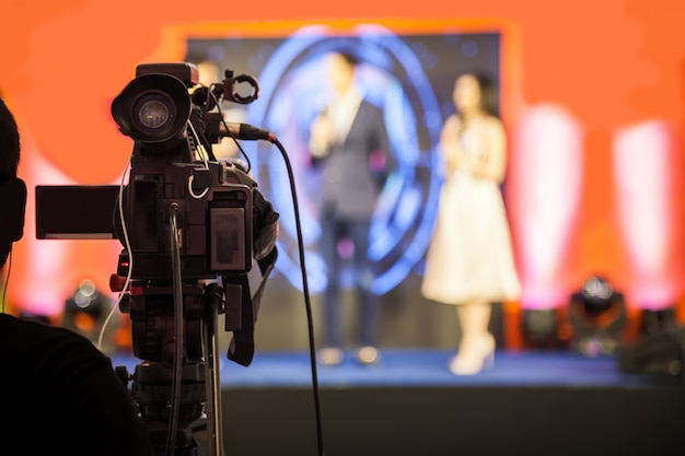 Dispositivo di registrazione di filmati per registrare eventi per la trasmissione. Foto Premium