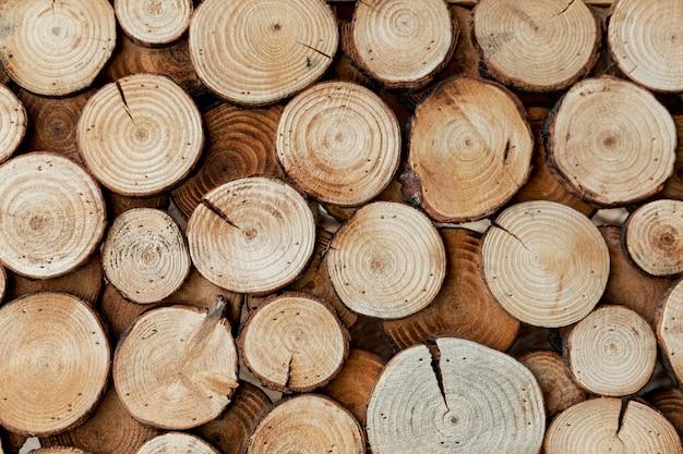 Disposizione con legno tagliato per il concetto di mercato Foto Gratuite