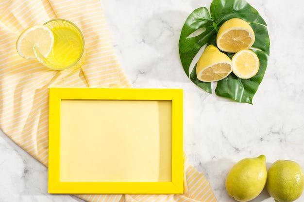 Disposizione dei limoni con spazio di copia Foto Gratuite