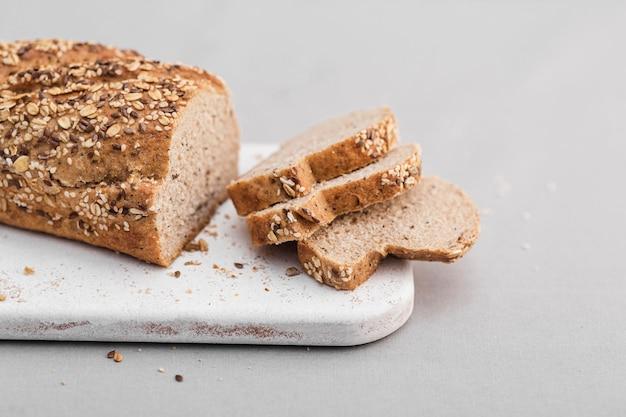 Disposizione del pane a taglio alto Foto Gratuite