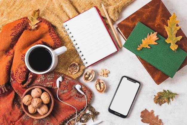 Disposizione di autunno bella disposizione piatta Foto Gratuite