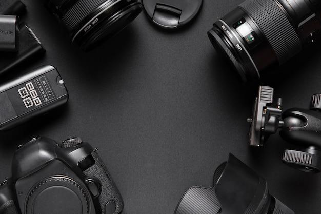 Disposizione piana degli accessori della fotocamera con spazio di copia Foto Gratuite