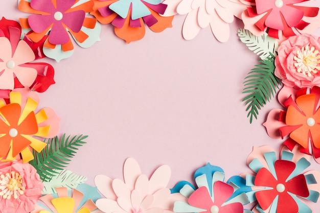 Disposizione piana della cornice di fiori di carta colorata primavera Foto Gratuite