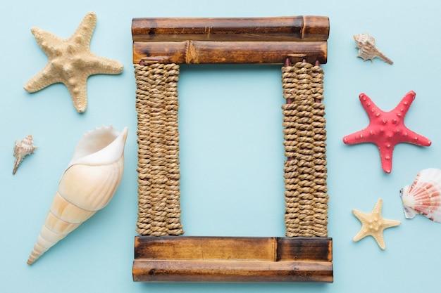 Disposizione piana della struttura di legno con lo spazio della copia Foto Gratuite