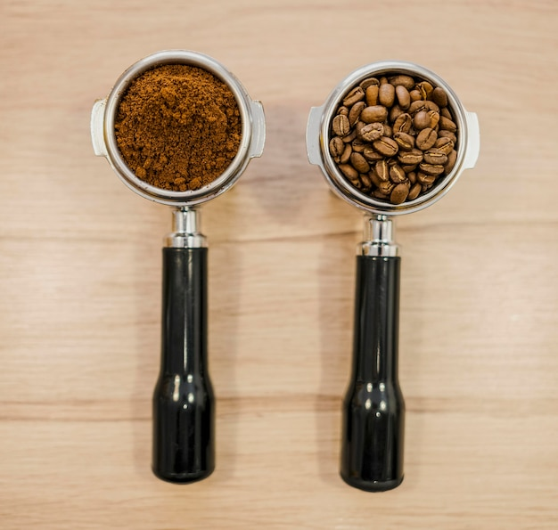 Disposizione piana di due tazze per macchine da caffè Foto Gratuite