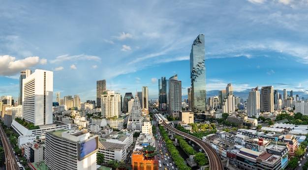 Distretto aziendale di bangkok cityscape Foto Premium