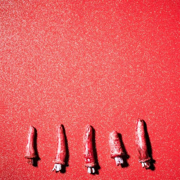Dita Spaventose Finte Su Sfondo Rosso Glitter Scaricare Foto Gratis