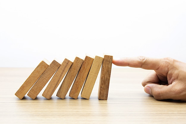 Dito in legno domino. Foto Premium