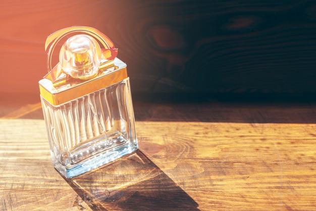 Diverse bottiglie di profumo Foto Premium