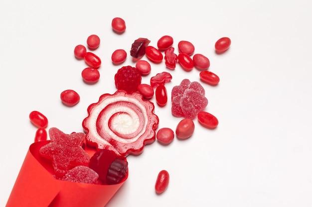 Diverse caramelle colorate di frutta Foto Premium