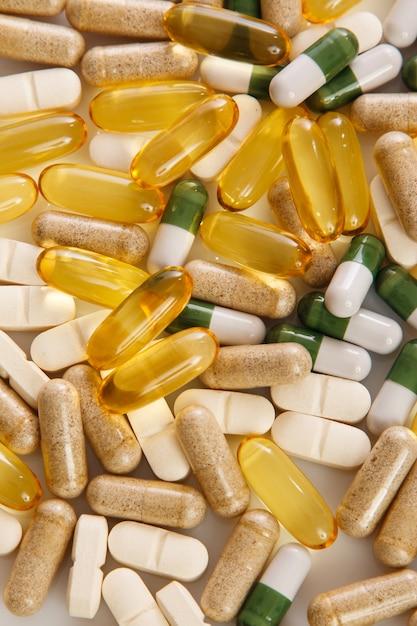 Diverse pillole colorate Foto Premium