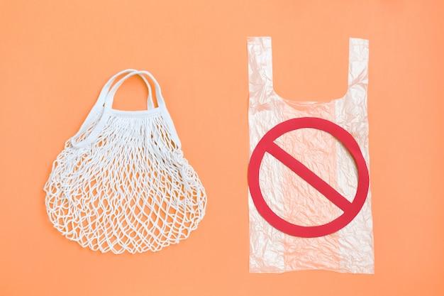 Divieto di shopping bag in plastica riutilizzabile in plastica monouso, stop e eco naturale riutilizzabile Foto Premium