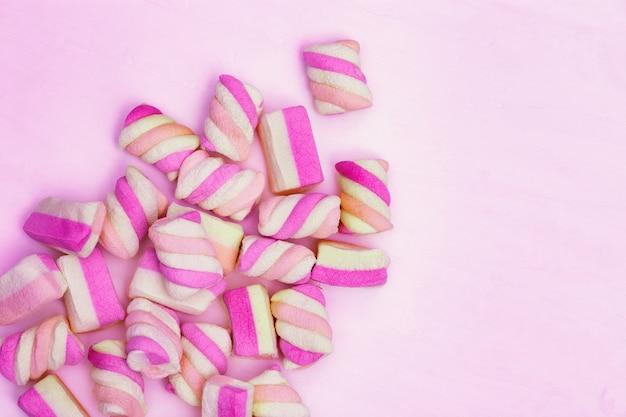 Dolcezza rosa, motivo marshmallow. tenerezza alla vaniglia. Foto Premium