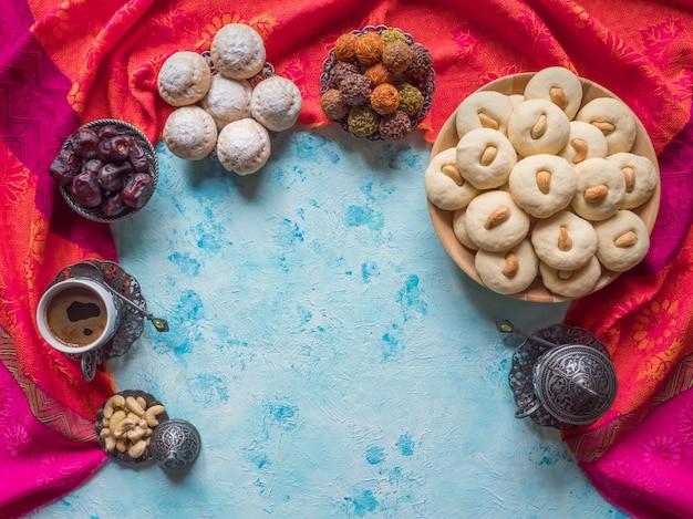 Dolci di ghorayeba. eid mangia. biscotti della festa islamica di el fitr. Foto Premium