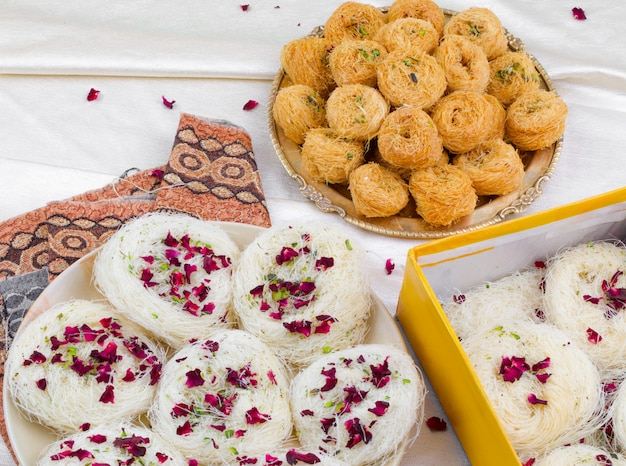 Dolci tradizionali indiani desi ghee ki pheni Foto Premium