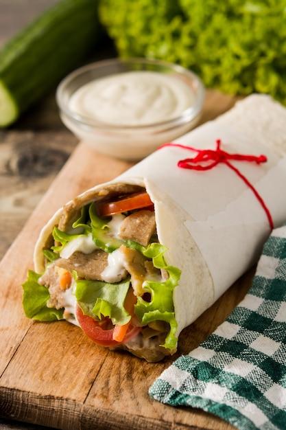 Doner kebab o panino shawarma Foto Premium