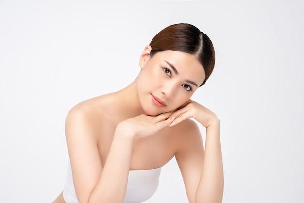 Donna abbastanza asiatica per i concetti di bellezza e cura della pelle Foto Premium