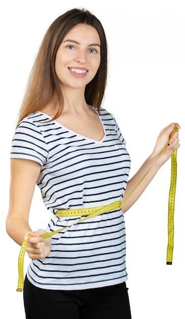 Donna adatta dei giovani con un nastro di misurazione isolato su fondo bianco Foto Premium