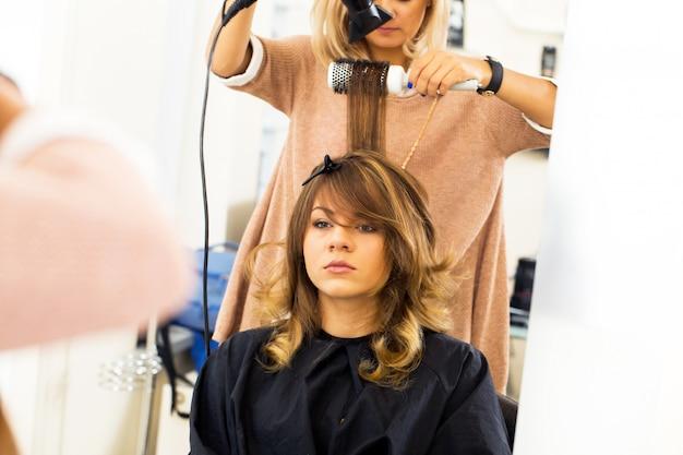 Donna al parrucchiere Foto Gratuite
