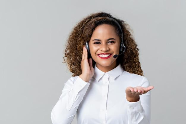 Donna allegra della call center con le cuffie Foto Premium