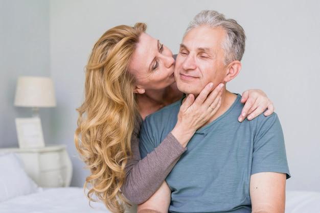 consigli su dating donna anziana datazione e il corteggiamento saggio