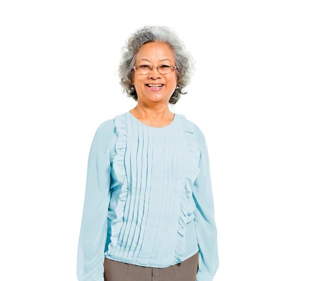 Donna asiatica casuale anziana allegra Foto Gratuite