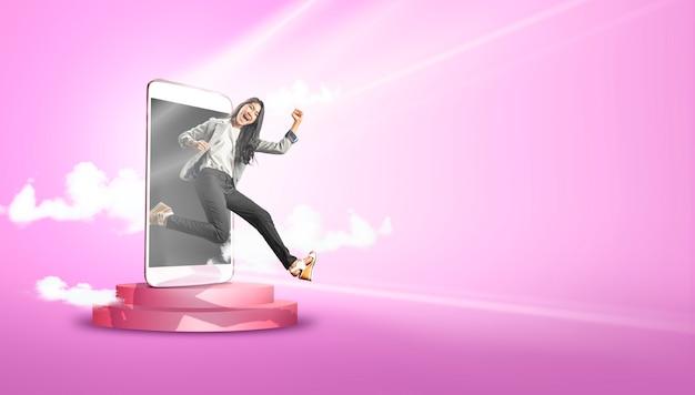Donna asiatica di affari con espressione felice Foto Premium