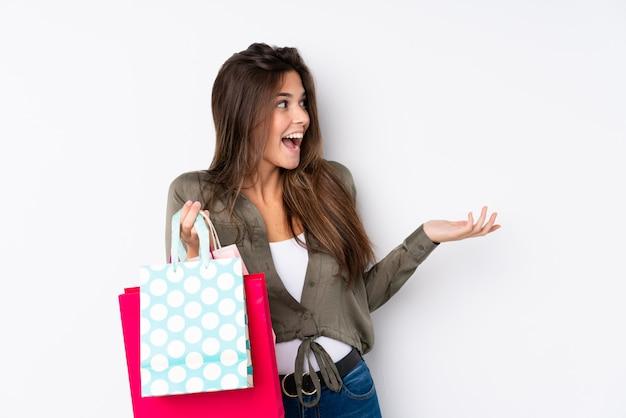 Donna brasiliana con borse della spesa Foto Premium