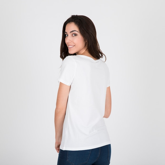 Donna che indossa la maglietta bianca Foto Gratuite
